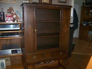 SOLID WOOD VINTAGE HUTCH