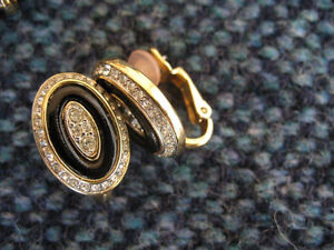 VINTAGE PAIR OF DESIGNER EARRINGS