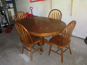 Home Furniture Wooden Table, 4 chairs and one leaf Kitchener / Waterloo Kitchener Area image 2