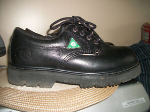 MENS  STEEL TOE SHOES   SIZE 8 or ladies 10