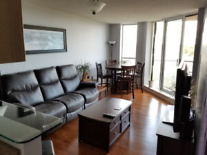 Bright 1 bedroom   den with a gorgeous view