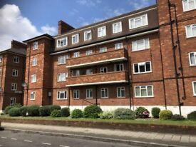 2 bedroom flat in North End Road, Wembley, HA9