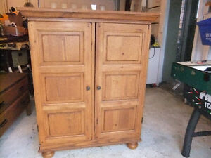 solid wood and veneer small wardrobe in exc cond