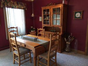 Mobilier salle à manger en bois Métro Jolicoeur