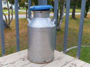 Gros bidon de lait 8 gallons aucune rouille