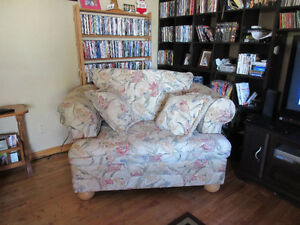 sofa/couch & chairs for sale