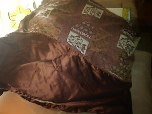Luxurious comforter London Ontario image 3