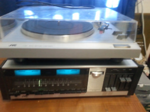 JVC STEREO RECEIVER AND TURNTABLE