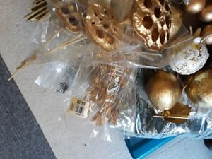 Gold accent decorations  and Christmas wreath. Over $80 Retail.