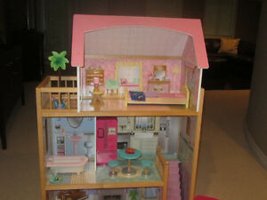 DOLL HOUSE/ACCESSERIES