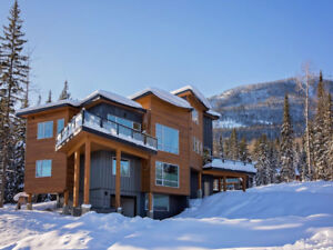 Stunning Panoramic Views! Golden, BC - 4 bedrooms