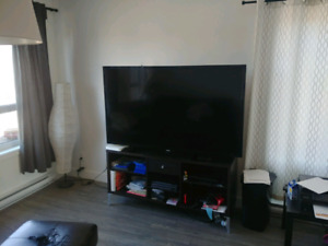 "65"" Samsung 1080p tv excellent condition 500$ (negotiable)"