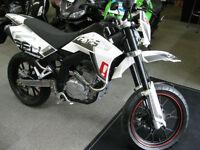 SFM Bikes ZZ 125cc Supermoto 2016 66 reg 5 miles bargain save £400 2 yr warranty