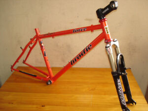 BRODIE 'FORCE' MTB FRAME-SET W /-MANITOU DELUXE FORKS.