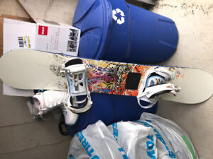 Women's snowboard needs to go! Great condition-with size 8 boots