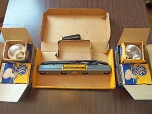 Vintage Kodak 4-Lamp Movie Light Bar w/ 4 GE Movie Bulbs