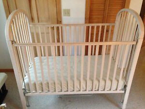 Well built, beautiful crib/day bed