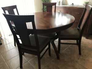 Round Solid Wood Dining Table 4 Chairs Excellent Condition