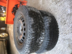 Selling a pair of winter tires on rims Pirelli Winter Carving