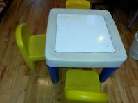 table pour enfant avec 3 chaises/table for kids with 3 chairs