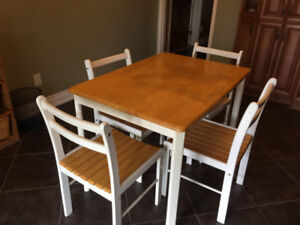 Kitchen table in excellent condition with 4 chairs