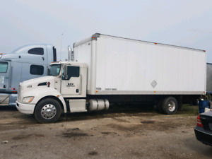 26 foot straight truck with lift gate