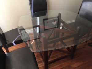 Near mint condition dining set from Leon's