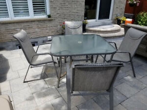 "PRICED FOR A QUICK SALE !!  42 "" PATIO TABLE WITH 4 CHAIRS"