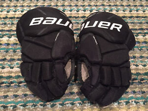 "Bauer 9"" kids hockey gloves"