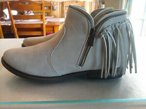 New never worn-Stone fringe boots