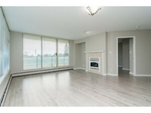 JUST REDUCED!  Spacious & Bright White Rock 2 Bedroom Condo!