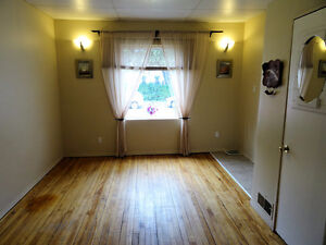 Freshly painted 2-bedroom in convenient location