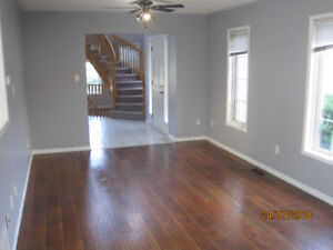 Spacious & Beautiful 3 bedroom Freehold Townhouse Close to GO