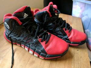 Boys Adidas basketball shoes size 7 - very good condition