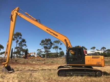 210lc-7 Hyundai excavator 2660 hrs with long reach or standard boom