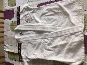 Judogi à vendre/ plusieurs tailles disponibles