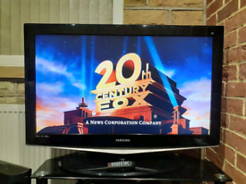 """Samsung 40"""" LCD HD TV FREEVIEW +REMOTE"""