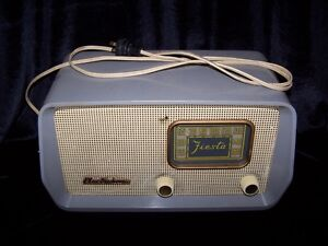 """ANTIQUE ELECTROHOME """"FIESTA"""" RADIO GREY IN COLOR,WORKING!"""