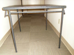TO CLEAR - Versatile HD Card Table