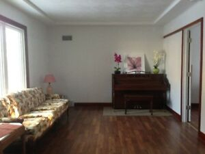 Good location, 5 rooms 2 seperated single house for rent