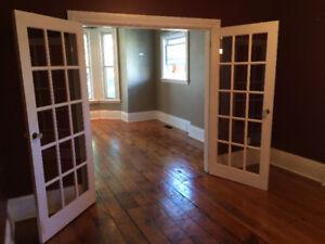 Spacious Gananoque Apartment (Parking Included)