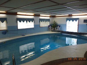HOUSE WITH INDOOR POOL  (CHATHAM -KENT)