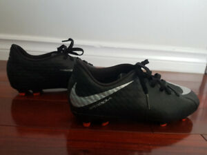 8c14a67d9 Boys Nike soccer cleats size 3