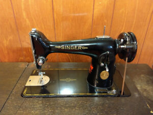 SINGER SEWING MACHINE TABLE WITH TREADLE