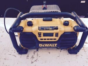 DEWALT HEAVY DUTY WORKSITE RADIO BATTERY CHARGER
