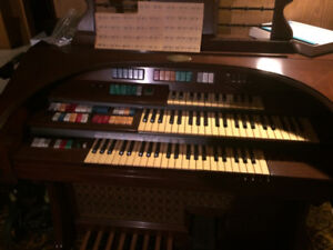 Wurlitzer Electric Organ -Model 580T -  FREE