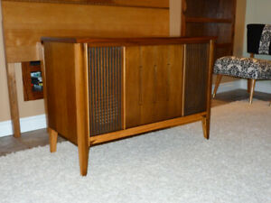 Gorgeous Refinished Mid Century Walnut Stereo Console
