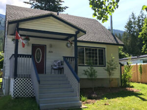 """Vacation Rental - """"BLUEBELL Cottage"""" Riondel BC  Sleeps up to 10"""