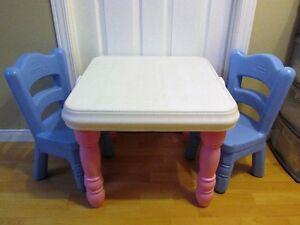 Ensemble de petite table Little Tikes...JOLIE ET TRÈS SOLIDE