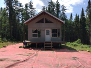 Chalet  Camp de chasse et pêche.     La Tuque.    $39,500